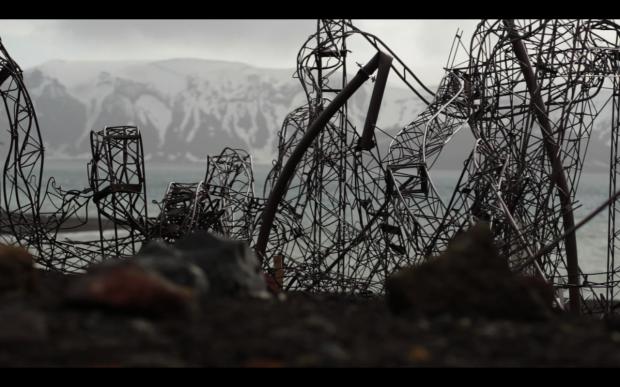 Restos_de_la_base_chilena_Pedro_Aguirre_C._en_Isla_Decepci  ón, destruida por la actividad volcánica el año 1967_Imagen_del_documental_Gabriel