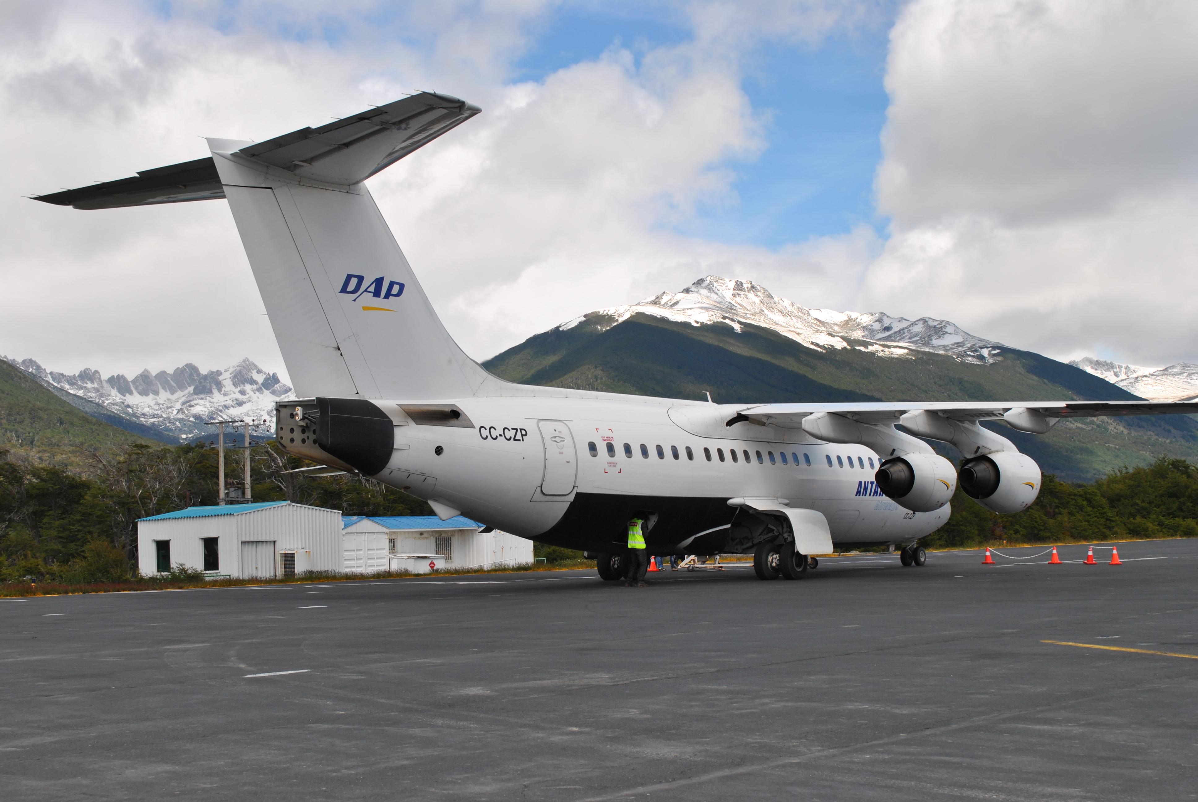 BAE Aerovías DAP en Puerto Williams. Foto PrensaAntártica