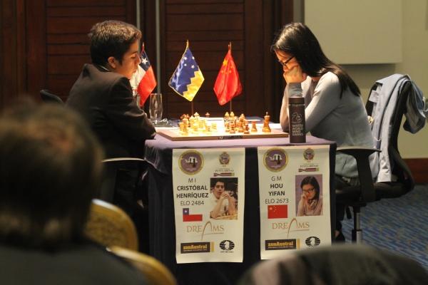 Cristóbal Henríquez y Hou Yifan. Luisa Villablanca