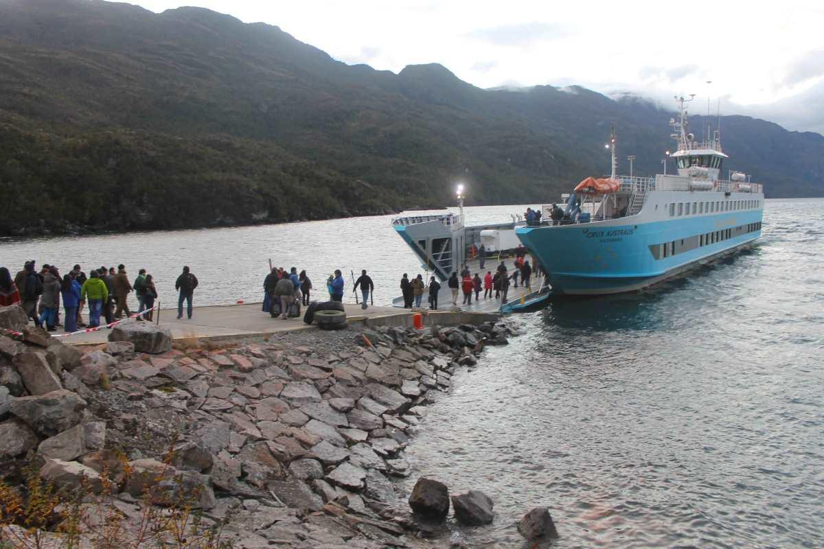 """Histórico: Ferry Crux Australis hace realidad unión marítima """"Chile por Chile"""""""