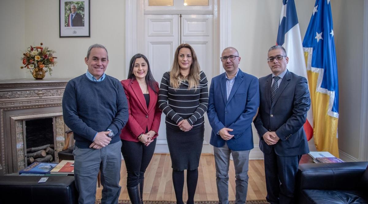 Intendenta de Magallanes recibe asociación gremial de logística antártica